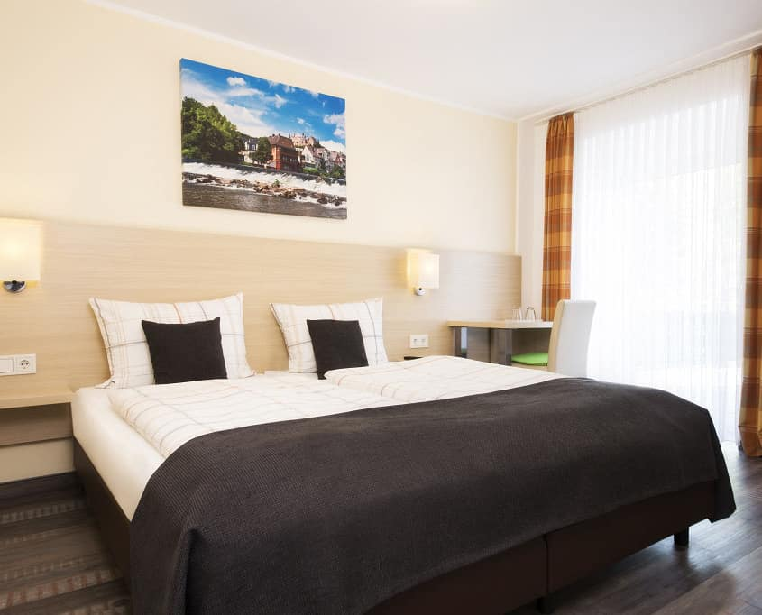 Von diesem Zimmertyp verfügt das Hotel Altes Eishaus über 25 Doppelzimmer die auch zur Einzelnutzung vermietet werden. Der allein reisende Gast findet in diesem Zimmertyp ein großzügigeres Raumangebot in Gießens Hotel an der Lahn. Außerdem kann er er einen Balkon oder einer Terrasse nutzen.